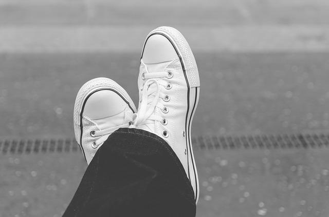 【新品同様に!】白いスニーカーの汚れをドカンと落とす5つのオススメの方法と、汚れにくくする方法