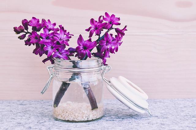 切り花を長持ちさせる7つの方法、漂白剤や延命剤を使う以外も!